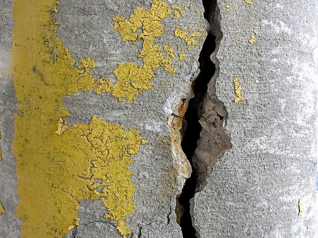 Vertical Crack In Concrete 002