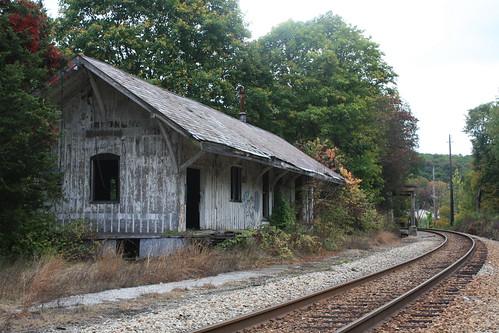 road railroad abandoned station train site newjersey decay nj rail depot sparta epa superfund nysw newyorksusquehannawestern