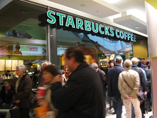品牌不是高高在上!看星巴克、麥當勞怎麼拉近消費者
