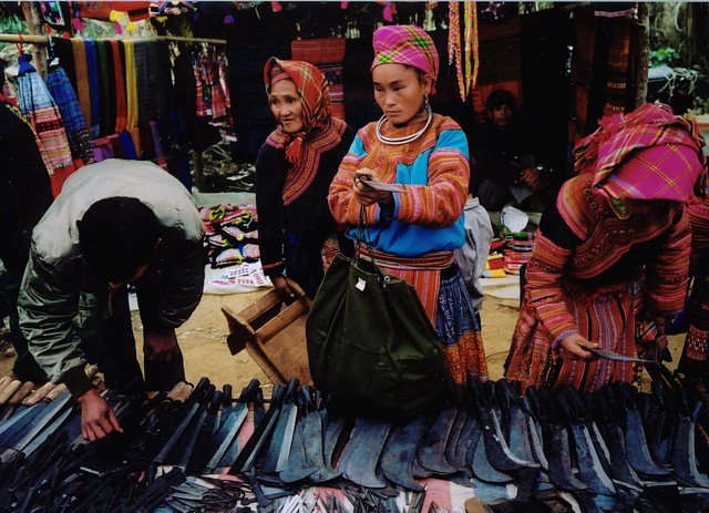 Local Hmong people buying at Coc Ly Market