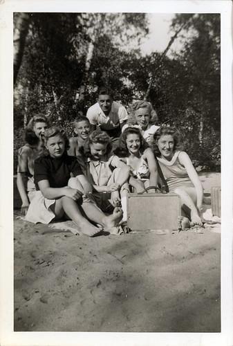 Gloria Album - group at beach