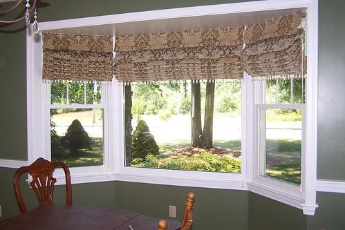 Bay window treatment ideas window treatment ideas zimbio for Roman shades bay window
