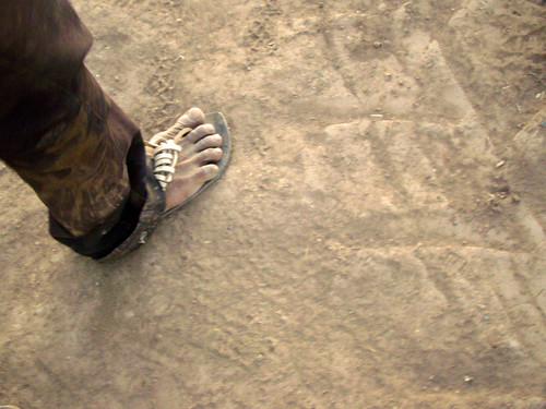 pies de un indigena by dotado