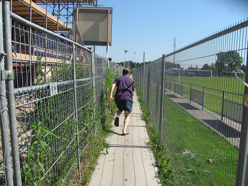 Running from camera 98 tavv ter aar for Terrace jogging track