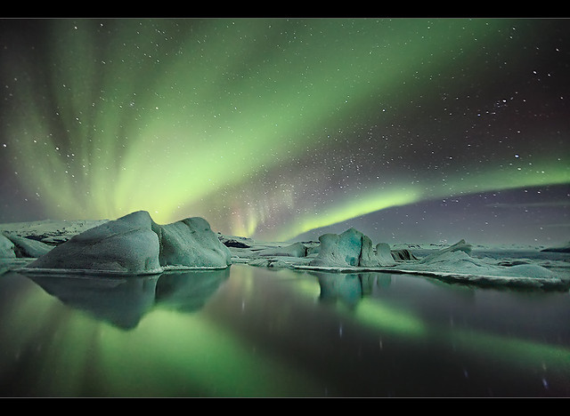 4563872197 879e9d1f82 z Aurora Borealis: Weird Phenomenon, Awesome Photos.