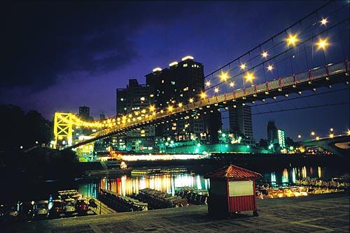H206碧潭吊橋夜色