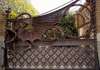 Image of Porta de Gaudí. barcelona puerta gate iron dragon catalonia porta gaudí beast artdeco catalunya metall modernisme güell drac ferro bestia hierro oxid katalonien catalogne fincagüell ferroforjat pavellonsgüell bicri510003822