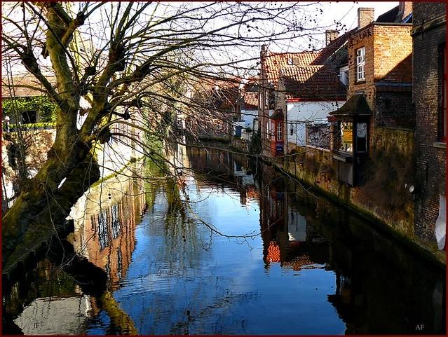 A canal got lost......un canal s'est perdu....Bruges la Morte