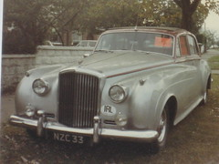rolls-royce phantom vi(0.0), rolls-royce phantom v(0.0), bentley s1(0.0), rolls-royce silver dawn(0.0), jaguar mark 1(0.0), automobile(1.0), bentley s2(1.0), vehicle(1.0), jaguar mark ix(1.0), rolls-royce silver cloud(1.0), mid-size car(1.0), compact car(1.0), antique car(1.0), classic car(1.0), vintage car(1.0), land vehicle(1.0), luxury vehicle(1.0), bentley(1.0),