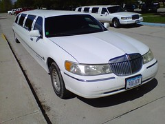 lincoln motor company(0.0), automobile(1.0), automotive exterior(1.0), vehicle(1.0), full-size car(1.0), bumper(1.0), sedan(1.0), land vehicle(1.0), luxury vehicle(1.0), limousine(1.0),