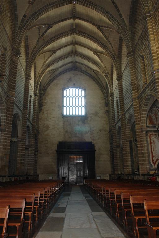 Nave central de la iglesia de San Francisco Évora, y su siniestra Capilla de los Huesos - 3306017867 8402f14e23 o - Évora, y su siniestra Capilla de los Huesos