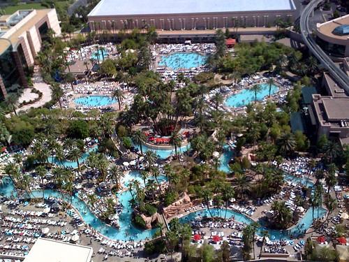 Masses Of Humanity At The Mgm Grand Pools