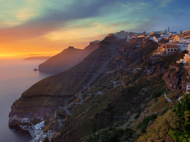 Fira sunset, Santorini, Greece - Flickr CC hozinja