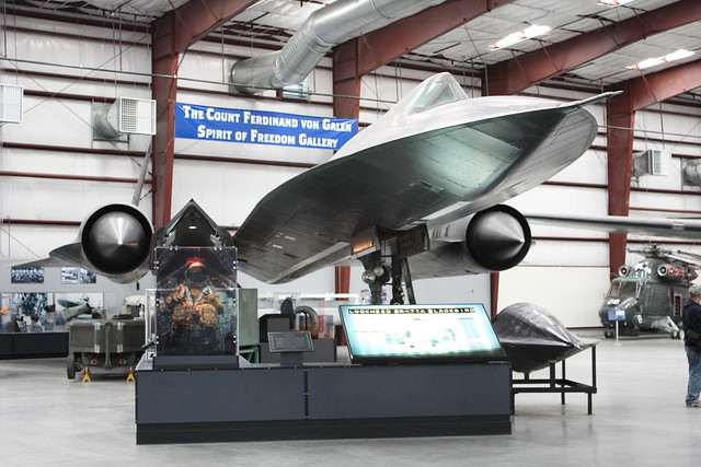 Lockheed SR-71 Black Bird 3276100211_e476339bc2_z