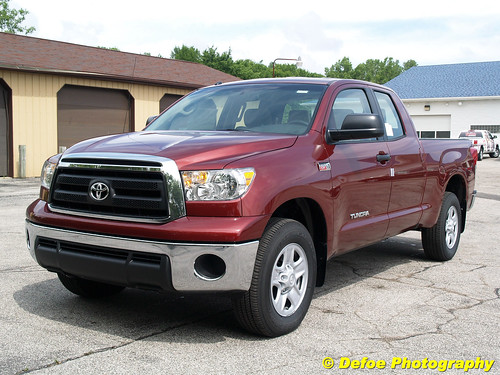 2010 dodge ram vs 2010 toyota tundra trucks discussions. Black Bedroom Furniture Sets. Home Design Ideas