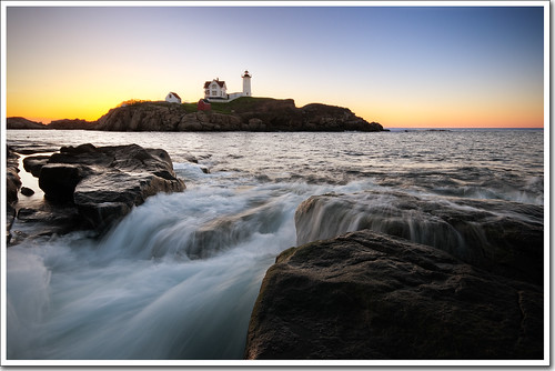 ocean lighthouse sunrise waves maine sigma moe cape 1020mm chen neddick nubble moe76
