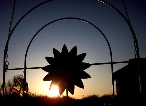 sunset sky garden evening trellis springfieldmissouri theozarks gardentrellis rottladyhome
