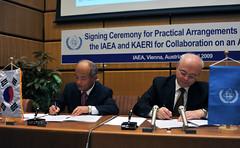 Signing Practical Arrangement IAEA & KAERI (04010002)