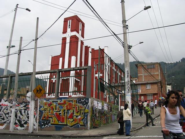 Iglesia barrio las cruces bogot colombia parque for Barrio el jardin cali colombia
