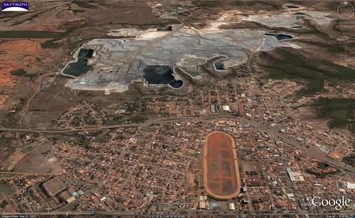 Foto: Mina da Kinross Brasil Mineração SA, em Paracatu, MG. Foto Flickr / SkyTruth