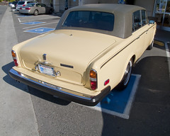 rolls-royce corniche(0.0), convertible(0.0), automobile(1.0), automotive exterior(1.0), rolls-royce(1.0), family car(1.0), vehicle(1.0), rolls-royce silver shadow(1.0), compact car(1.0), antique car(1.0), sedan(1.0), classic car(1.0), vintage car(1.0), land vehicle(1.0), luxury vehicle(1.0),