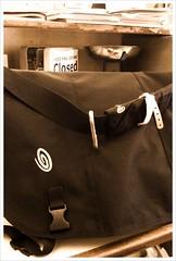 leather(0.0), bag(1.0), brown(1.0), handbag(1.0), messenger bag(1.0), baggage(1.0),