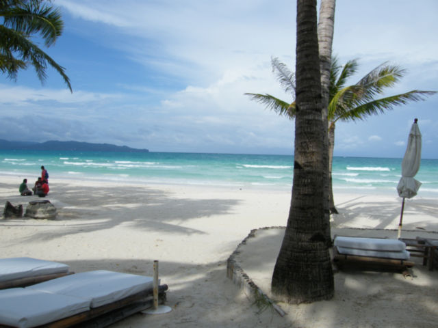 White beach on isle of Boracay by CC user reinkim on Flickr