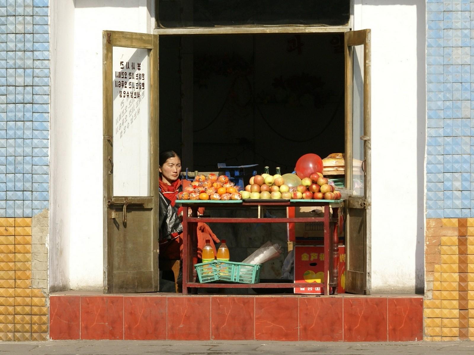 Fruit shop, Pyongyang