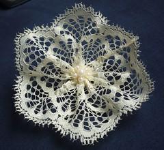 tablecloth(0.0), lace(1.0), art(1.0), pattern(1.0), textile(1.0), doily(1.0), crochet(1.0), circle(1.0),