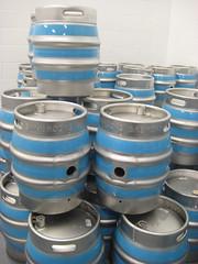 aluminum can(0.0), wheel(0.0), drinkware(0.0), tableware(0.0), keg(1.0), blue(1.0),