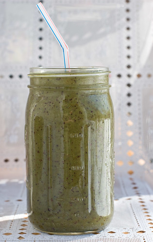 Raw+Simple: Spicy Kale Sprout Fruit green smoothie