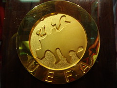 carving(0.0), money(0.0), award(0.0), coin(0.0), currency(0.0), metal(1.0), gold(1.0), medal(1.0),