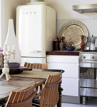 Bonytt {white vintage rustic kitchen}