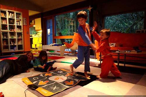 nick and sequoia demonstrate dance dance revolution    MG 0979