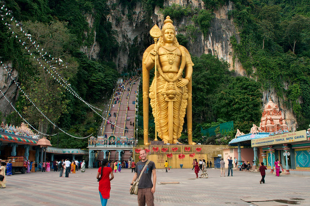 Batu Caves with the statue of Lord Murugan by CC user christianhaugen on Flickr