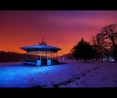 winter sky lake snow lightpainting night stars leeds roundhaypark westyorkshire startrails lightpollution warrendavies warrendaviesphotography