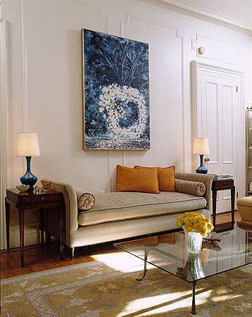 Elegant neutral living room: Luxe daybed + bold blue & white art ...