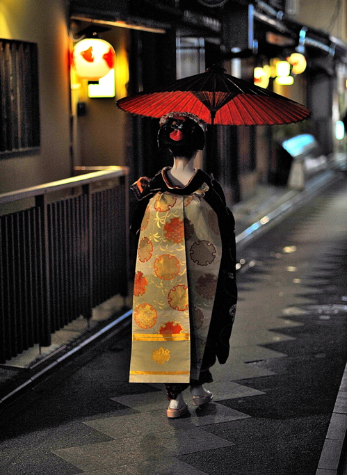 Maiko with red umbrella