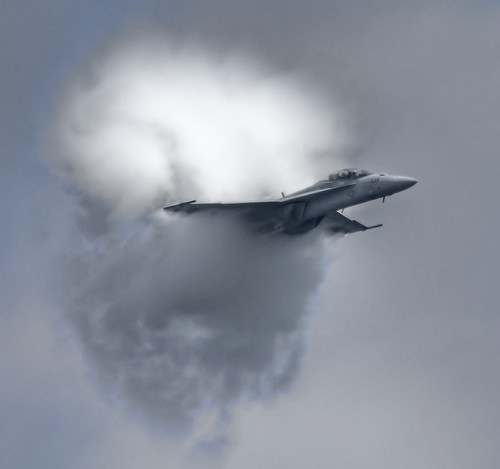 F18 Super Hornet Really Showing Off