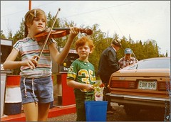 1977: fiddling before going berry picking