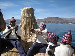 îles Uros : le batelier et ses enfants