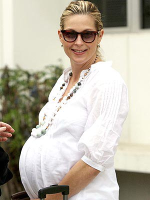 Nine-Months-Pregnant Kelly Rutherford in a White Linen Dress at a Los ...