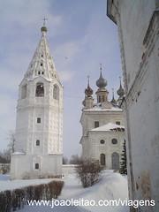 Mosteiro na Rússia com neve