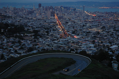 Famed curve, Twin Peaks, San Francisco, California, USA by Wonderlane