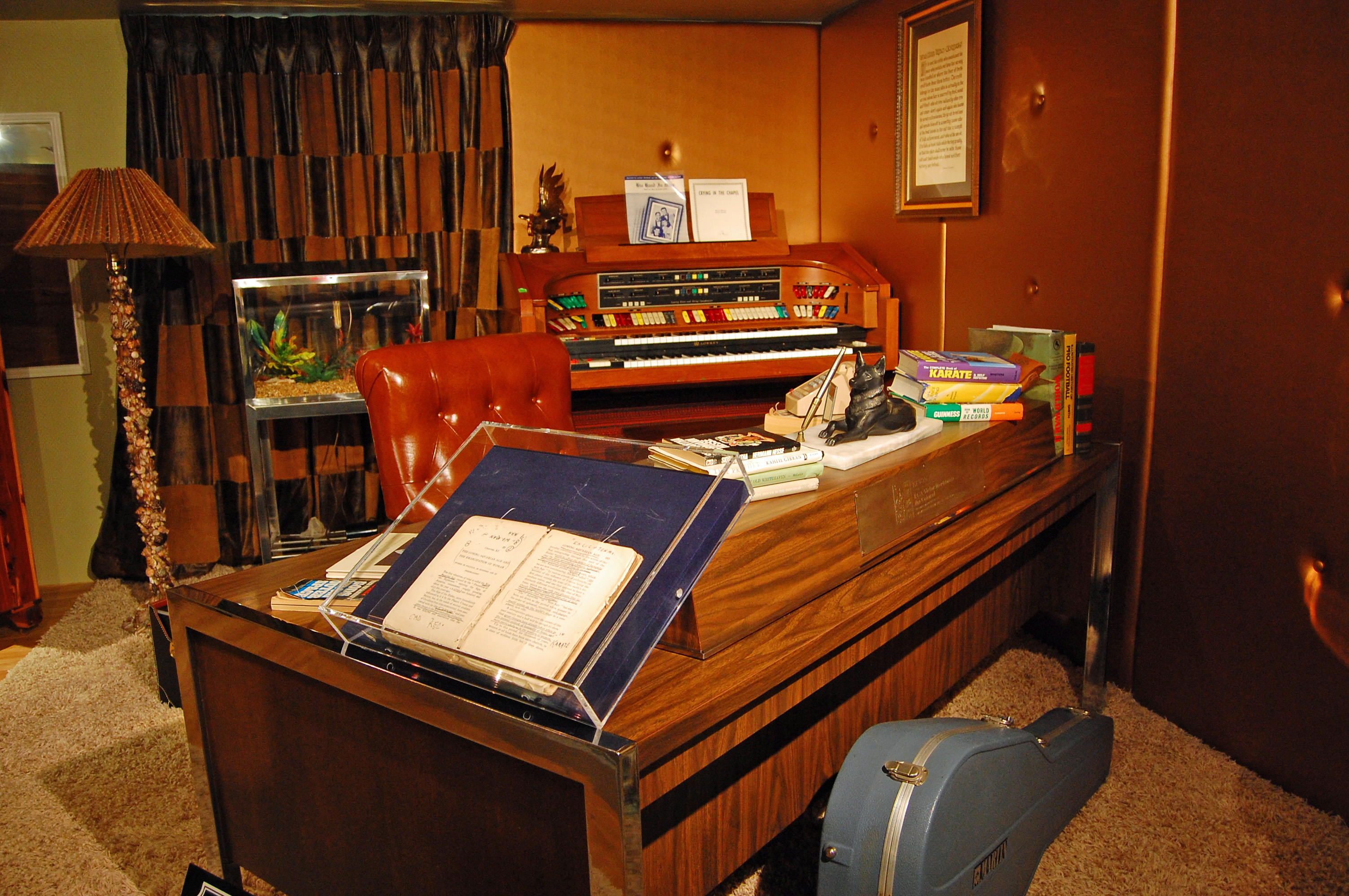 Elvis Presley Graceland Upstairs Images & Pictures - Becuo