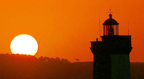 sunrise soleil bretagne brest phare finistère littoral gr34 petitminou