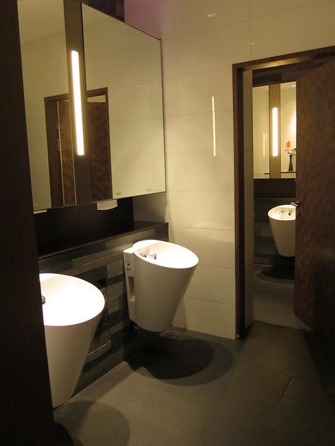 Restroom, Quincy Hotel