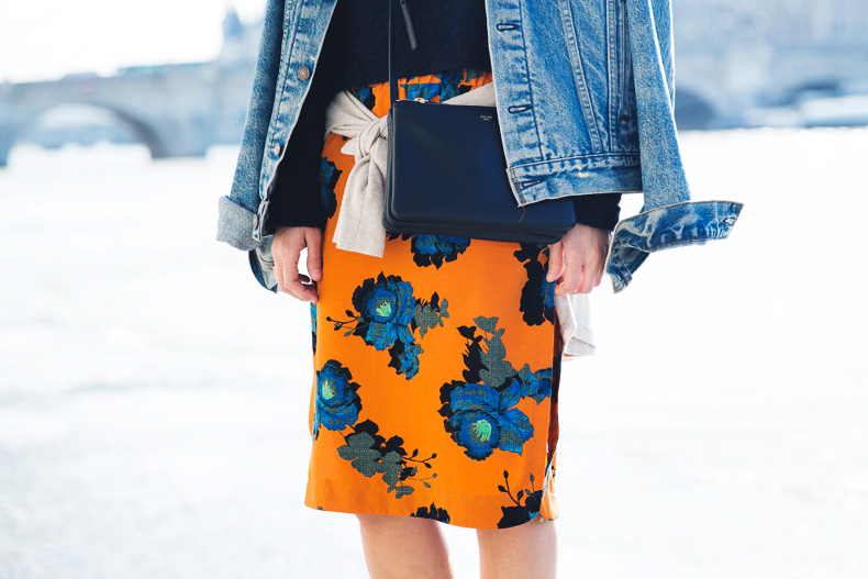 floral_skirt-topshop-orange-denim_jacket-street_style-pfw-outfit-karen_walker-celine-trio_bag-23