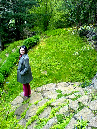 rachel, looking at the yard of another home for sale   DSC02879