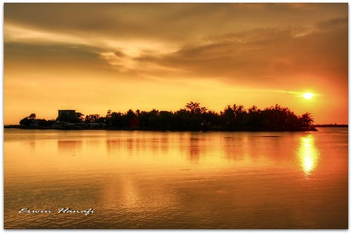 sunset sea sky reflection water indonesia java central land hdr picnik cilacap jetis platinumheartaward flickrestrellas rubyphotographer favoriteslanscape